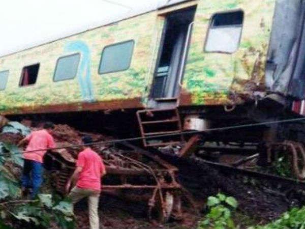 Maharashtra Nagpur Mumbai Duronto Express Derails Near Titwala