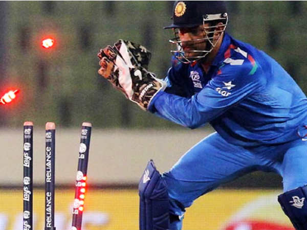 India Vs Austraila 4th Odi Mahendra Singh Dhoni Misses Aron Finch Stumping Chance