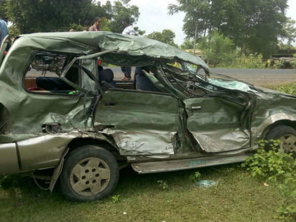 People Dead 7 People Injured Accident Near Anand