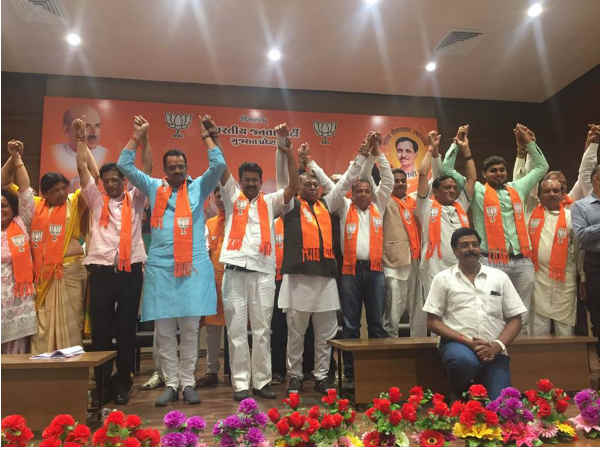 Former Congress Mla Joins Bjp With 500 Activists