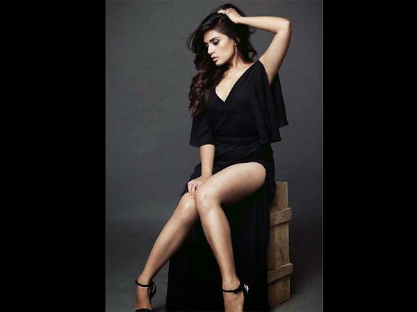 Jia Or Jia Actress Richa Chadda Hot Beautiful Pics