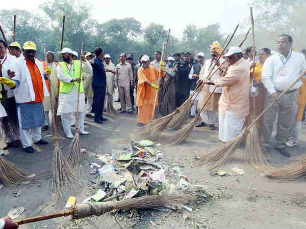 Why Should Cm Yogi Adityanath Clean The Taj