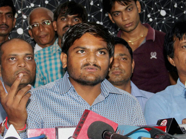 Hardik Patel Meets Muslim Community Godhra Attack On Pm Modi Bjp