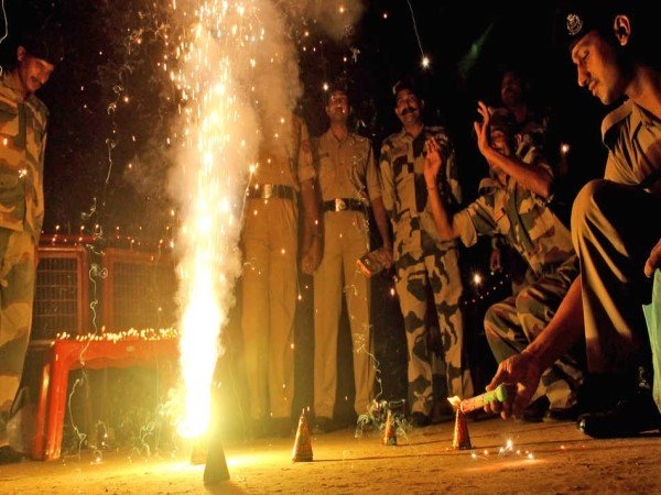 Indian Army Jawan Celebrate Diwali Diwali At Border
