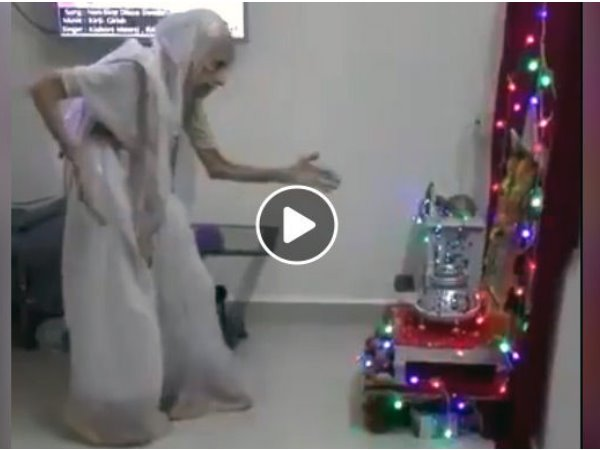 Kiran Bedi Sahres Video Old Woman Mistaken As Pm Modi S Moth