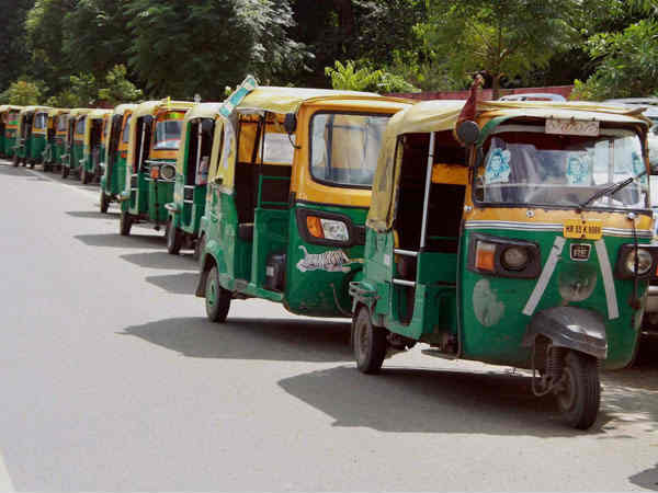 Ahmedabad Auto Rickshaw Gang Theft Money Jewellery From Cu