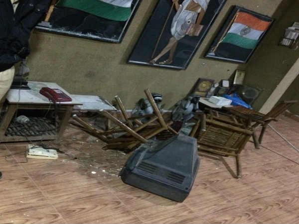 સુરતમાં પાટીદારોએ ટિકિટ મામલે કોંગ્રેસની ઓફિસમાં કરી તોડફોડ