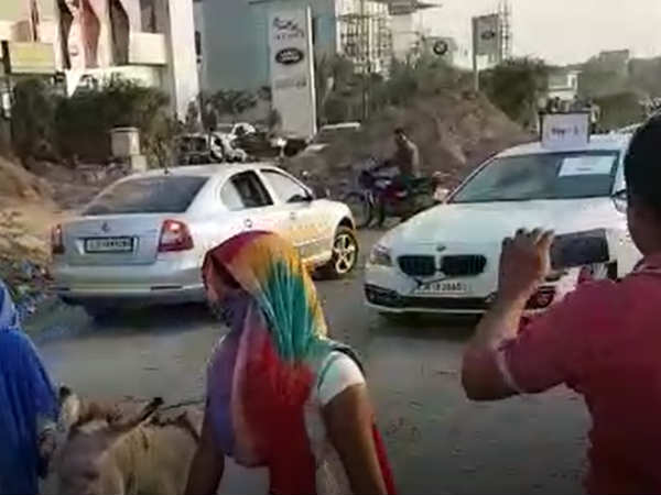 Video Ahmedabad Business Unique Protest Bad Bmw Car Servicing