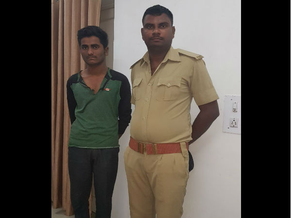 ગુજરાત ચૂંટણી: પોલીસના વેશમાં દારૂની હેરાફેરી, બેની ધરપકડ