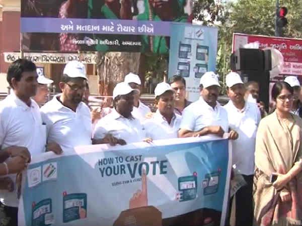 Ahmedabad 2000 Teachers Created Human Chain Promote Voting