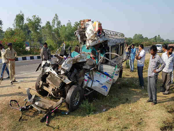 Accident On Kheda Ahmedabad Highway 13 Dead 9 Injured