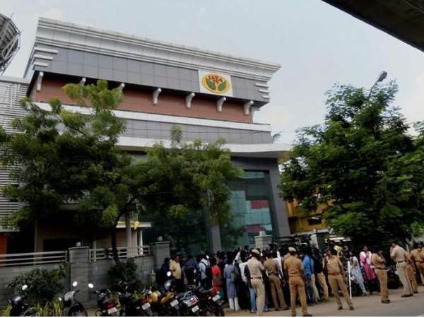 It Raids On Jaya Tv Sasikala Aides Over Rs 1400 Cr Recovered