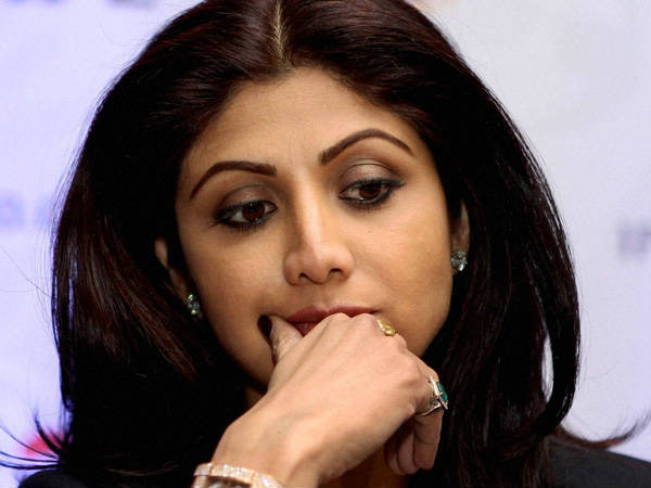 Surat Shilpa Shetty Apologize Valmiki Community With Folded