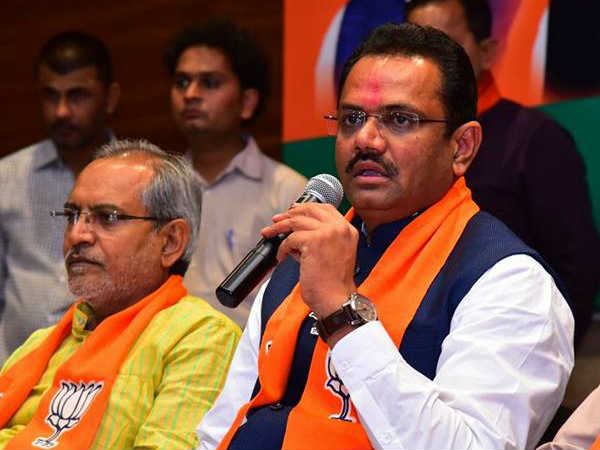 Bjp Leader Jitu Vaghani Press Conference Address Gandhinagar