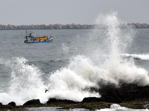 Cycloneockhi Expected Hit South Gujarat Between Night 4 To 6 Dec