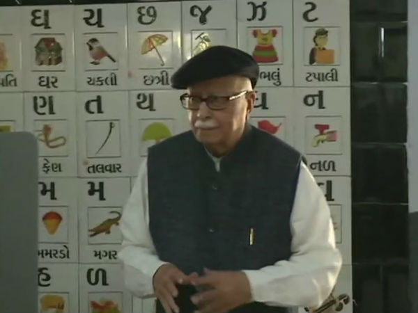 Gujarat Election 2017 Senior Bjp Leader Lk Advani Casts His Vote How People Reacted On Social Media
