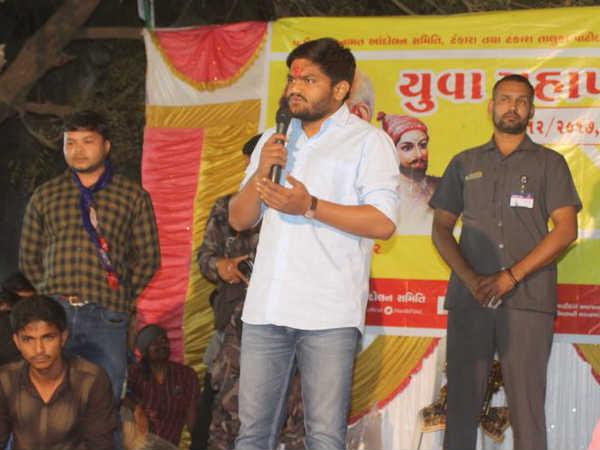 Gujarat Election Hardik Patel Make People Take Vow Not Vote