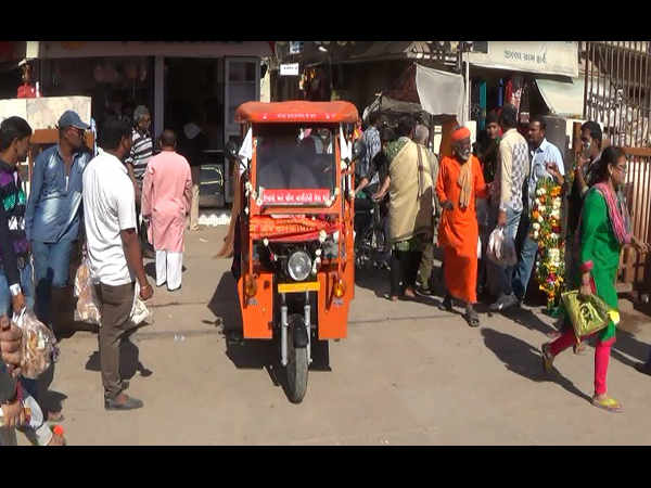 Dwarka Special E Rickshaw Started Free Help Elderly At Tem