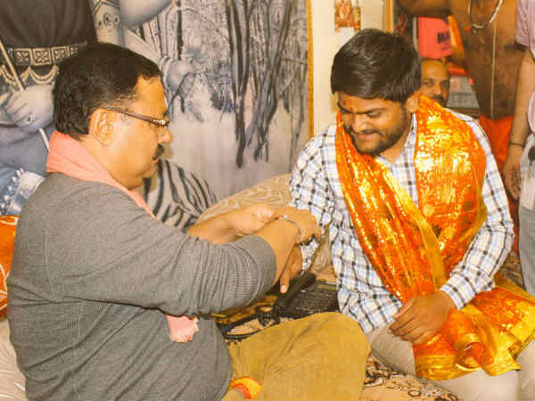 After Gujarat Election 2017 Hardik Patel Visited Ambaji Temple