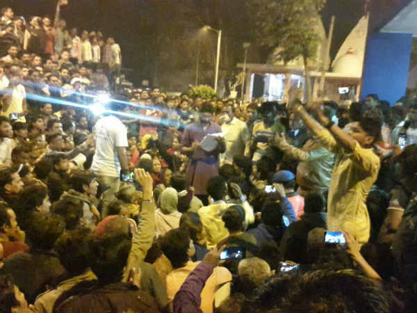 Jignesh Mewani Protested At Gomtipur Police Station Illegal Liquor Shop