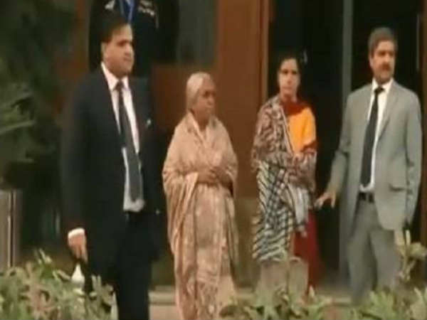 Video How Pakistan Media Harassed Kulbhushan Jadhav S Mother
