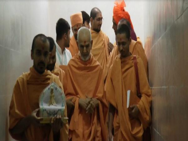Head Baps Mahant Swami Arrival Sabarkantha
