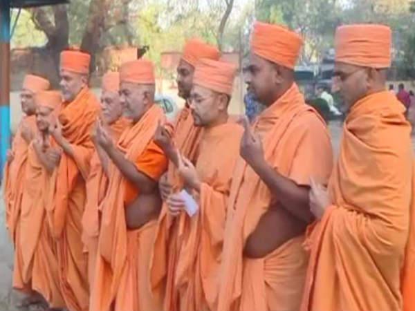 Vadodara Ahmedabad Priests Religion Gurus Gave Vote