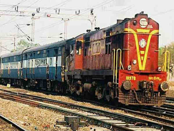 Surat Passangers Protest As Train Are Getting Late At Station