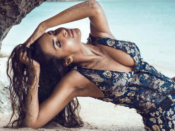 Bold Picture Actress Malaika Arora Going Vira