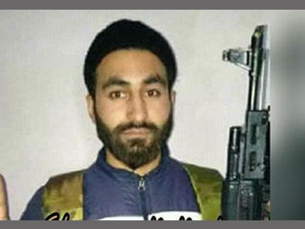Manan Bashir Wani Seen With Gun Viral Photo Has Joined Us Hizbul Mujahideen