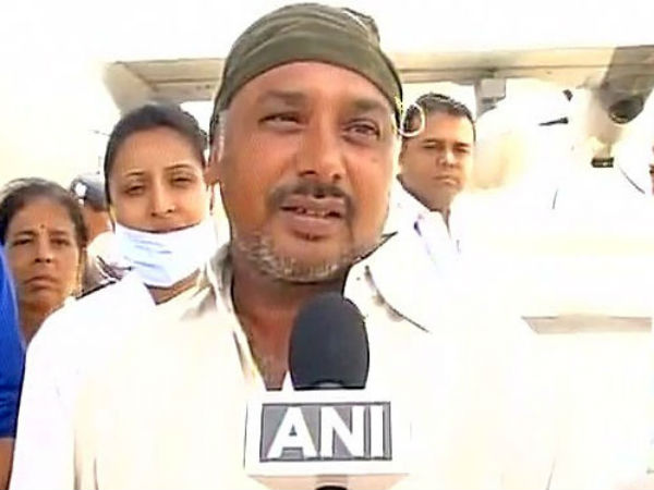 Gujrati Bus Driver Who Saved 52 Amarnath Pilgrims Gets Award