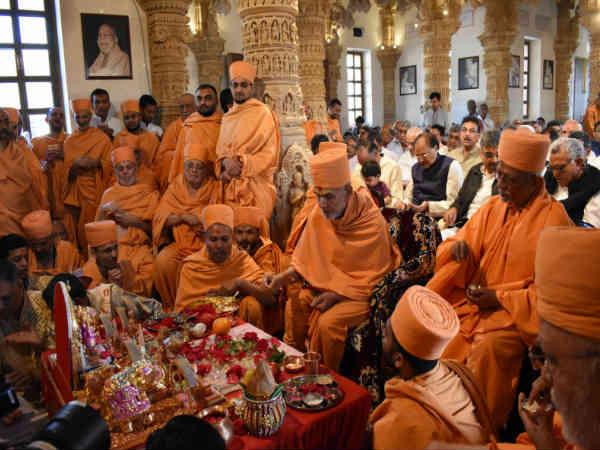 Gandal President Kovind Cm Rupani Attended Program At Baps
