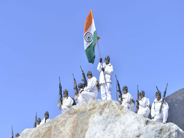 Itbp Soldiers Raise Tricolor At 18000 Feet Himalayas