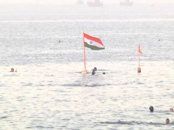 Porbandar Swimmers Celebrate Republic Day In Unique Way In Gujarat