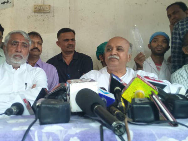 Pravin Togadiya Addresses Press Conference