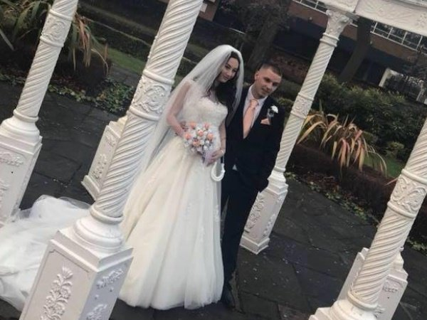 Girl England Delivers Baby On Her Wedding Day Guests Left Shocked