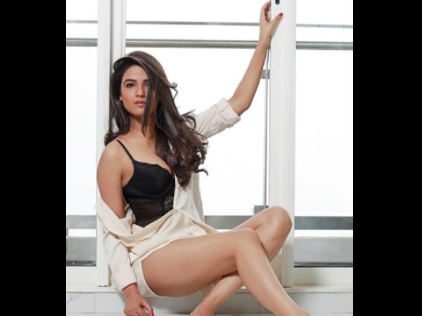 Bold Beautiful Jasmin Bhasin Latest Photoshoot Is Too Hot To Handle