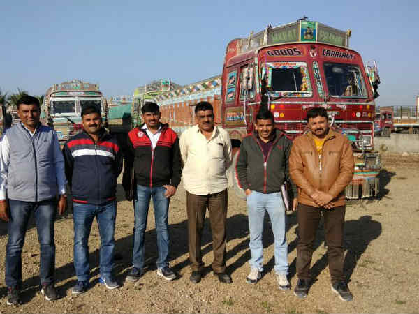 Jamnagar Lcb Detained 28 Trucks White Stone Which Comes From Illegal Mining