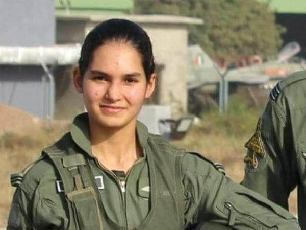 Indias First Woman Fighter Avani Chaturvedi Who Fly Fighter Jet Mig