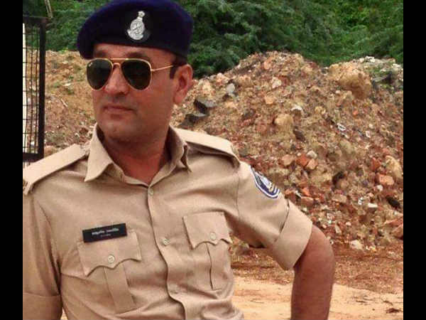 Ahemdabad Police Constable Found Dead His Car