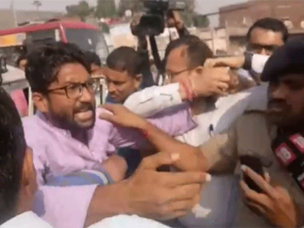 Jignesh Mevani Detained From Saraspur Before Protest