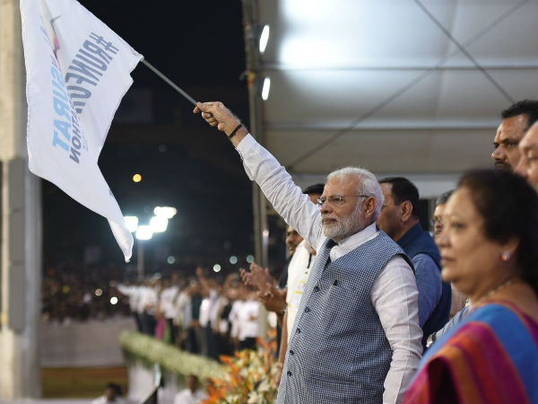 Pm Narendra Modi Flag Off Run New India Marathon From Surat