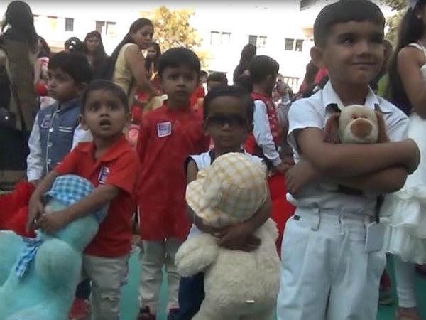 જામનગરમાં બાળકોએ ટેડીબેરને ભેટીને બનાવ્યો અનોખો રેકોર્ડ