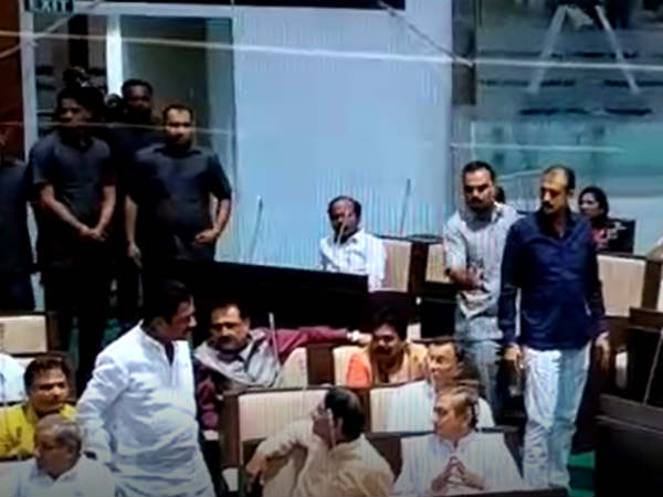 Scuffle Between Congress Mla Vikram Bjp Mla Jagdish Panchal Inside Assembly
