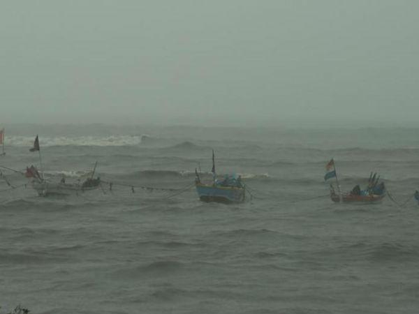 વાવાઝોડાની આગાહીને પગલે કચ્છ, મુદ્રા  અને વેરાવળ બંદરે લગાવાયું એક નંબરનું સિગ્નલ
