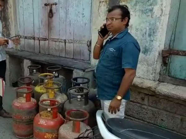 Lpg Cylinders Sold Illegally Gir Somnath