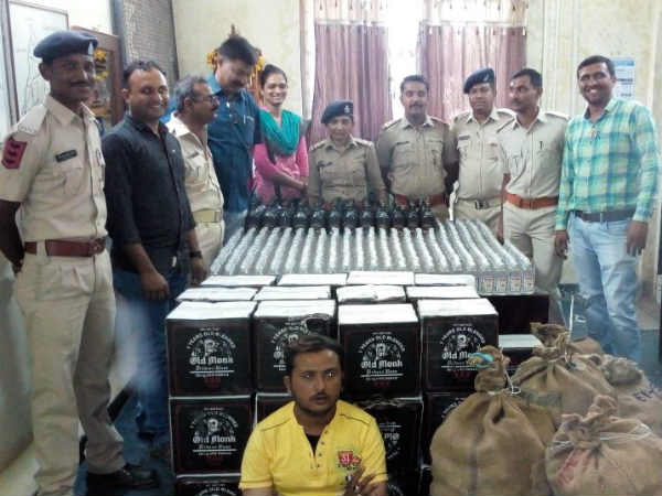 Kodinar Police Caught 2268 Bottles Foreign Liquor From Diu