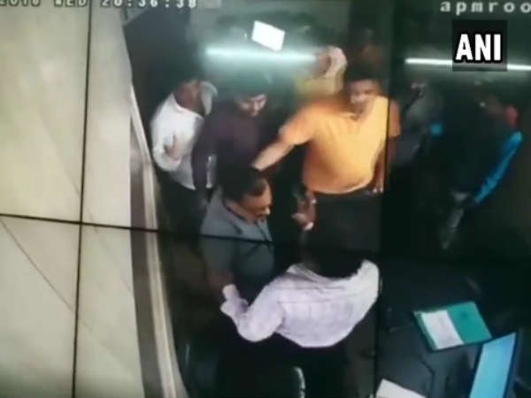 Video Kanpur Dehat Bjp President Rahuldev Agnihotri And His Son Thrashed A Toll Plaza Employee
