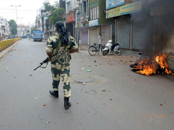 Violence Gujarat Surat Amroli 6 Injured 40 Detained The Police