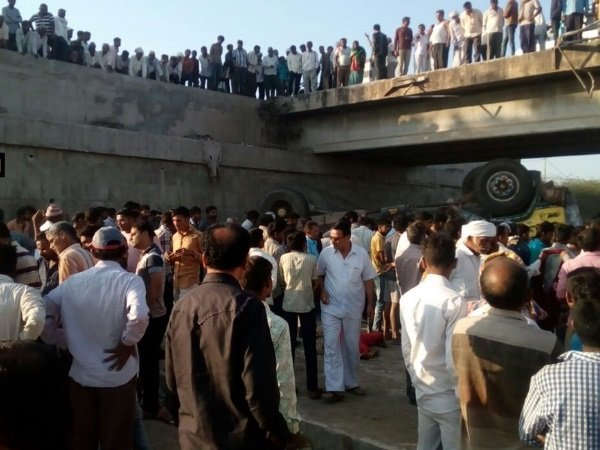Bhavnagar Truck Fell Into Drain Many Dead This Accident